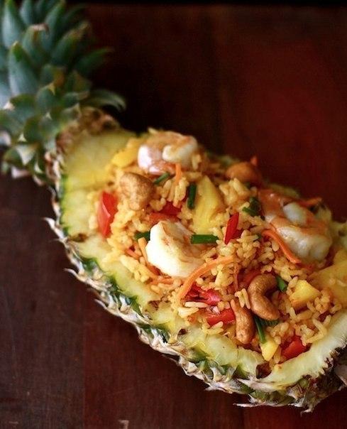 Рис с креветками в ананасе