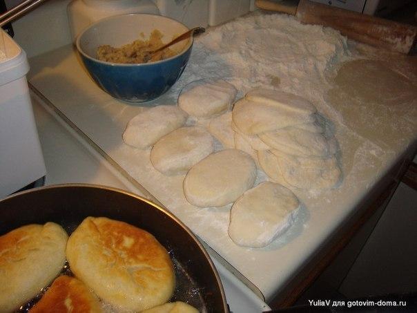 Как приготовить тесто на пирожки в духовке и какие можно сделать начинки